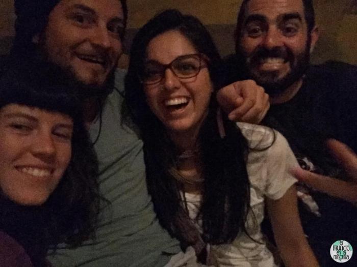 cuatro caras felices