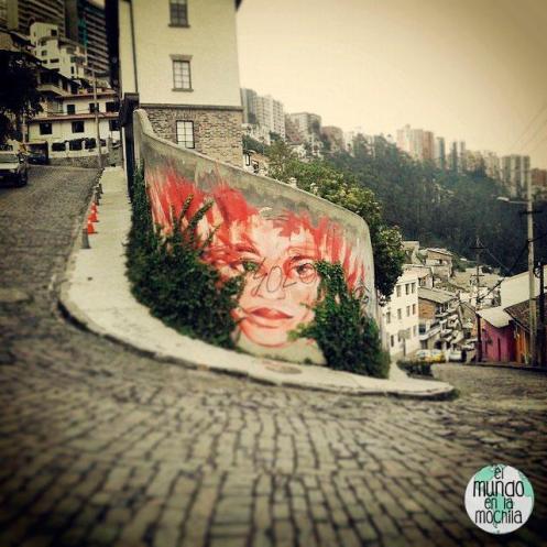 Graffiti en una curva de Guápulo. Foto: Adn Montalvo Estrada