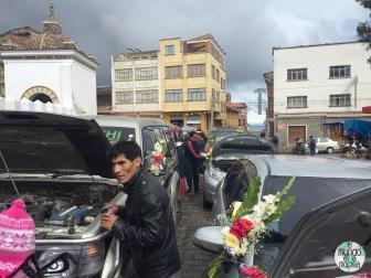 Gente de toda la provincia acude con sus carros para que sean bendecidos