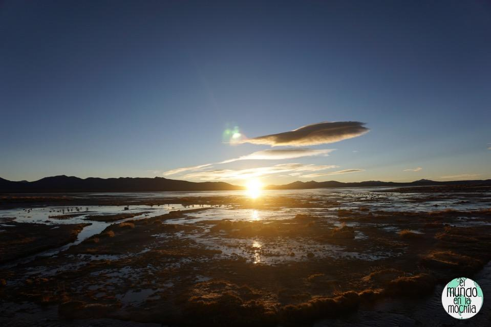 salar de uyuni reserva eduardo avaroa aguas termales amanecer