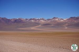 salar-uyuni-reserva-eduardo-avaroa-montañas-paisaje-3