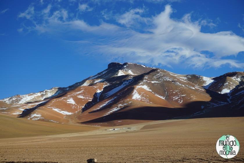 salar-uyuni-reserva-eduardo-avaroa-montañas-paisaje