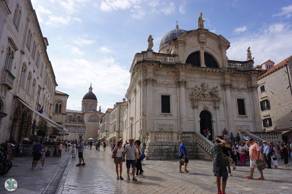 La Iglesia San Blas en la Plaza Luza