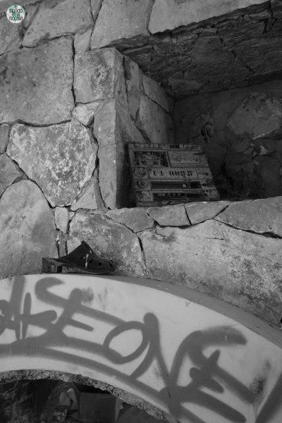 Radio en hotel abandonado