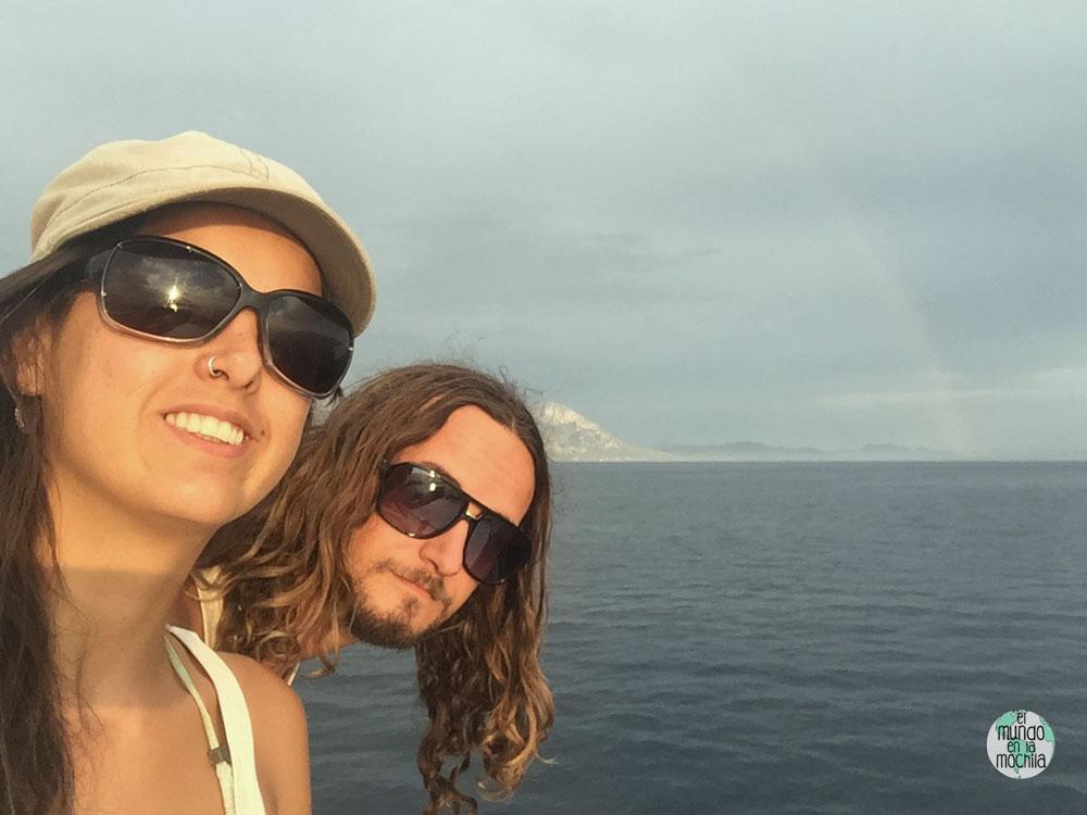Peter y Gaby despidiéndose de Hvar en el ferry camino a Sucúraj con el arco iris de fondo