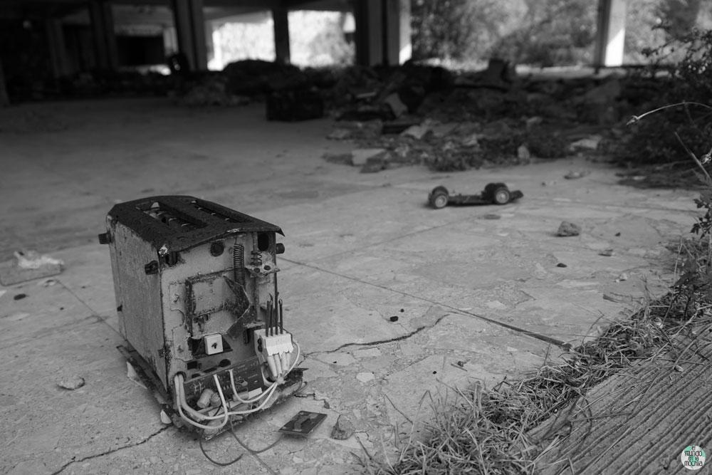 Tostadora en hotel abandonado