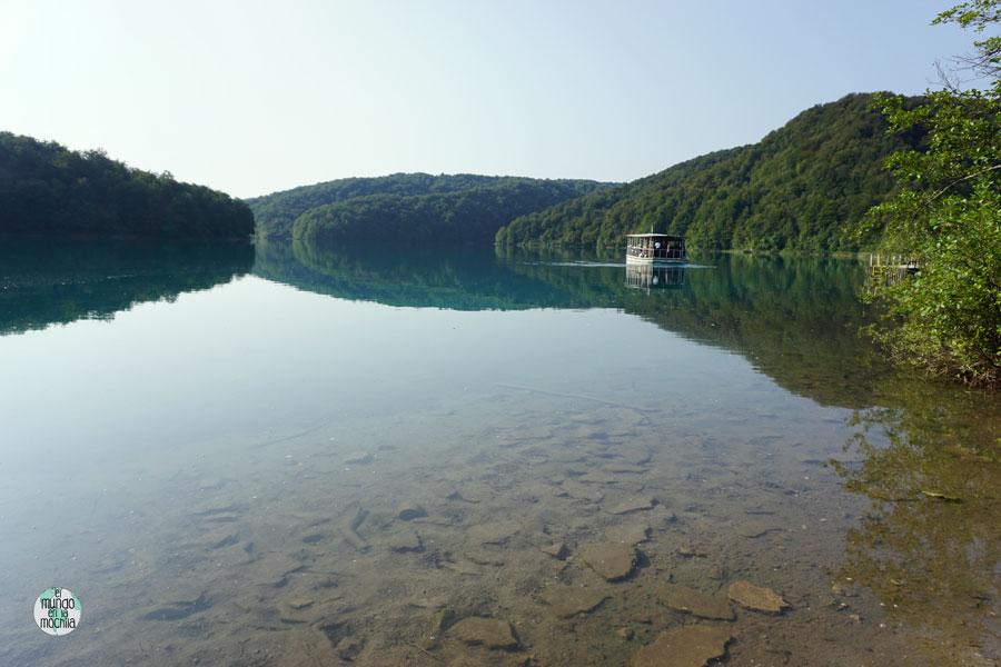 Barco gratuito en Lagos de Plitvice, en el lago Kozjak