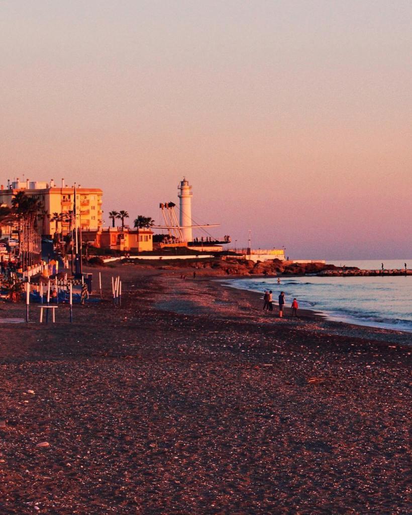 El Faro de Torrox y playa al atardecer. Faros de Málaga.