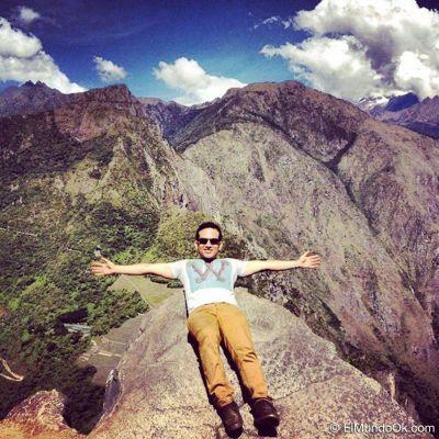 Bo Saldaña en la cima del Huayna Picchu.