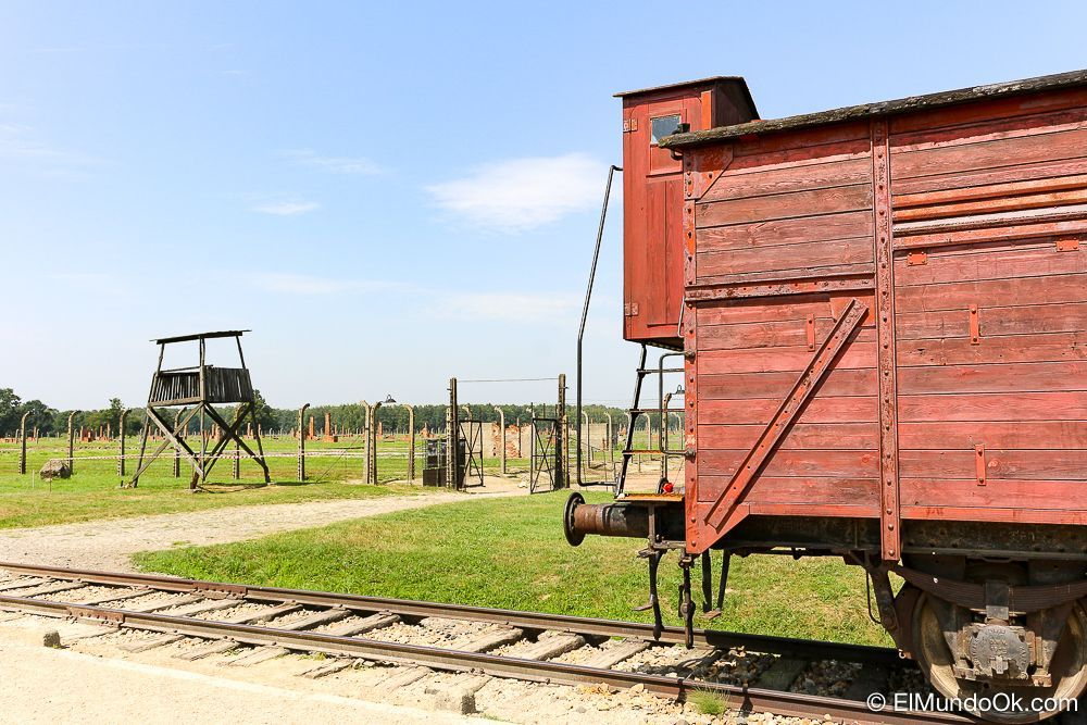 Antiguo vagón de la muerte en Auschwitz II - Birkenau.