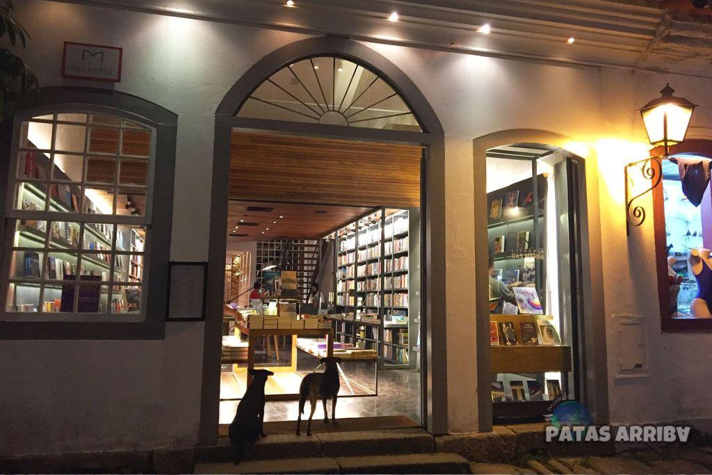 Paraty Brasil Librería Perros