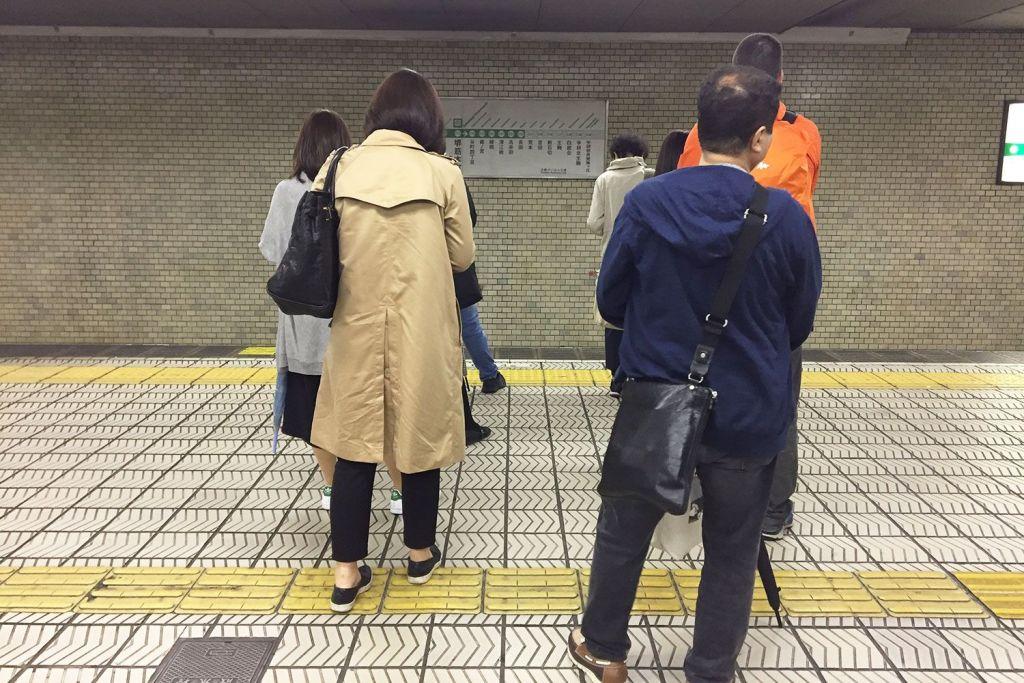 Las colas al esperar el transporte en Japón