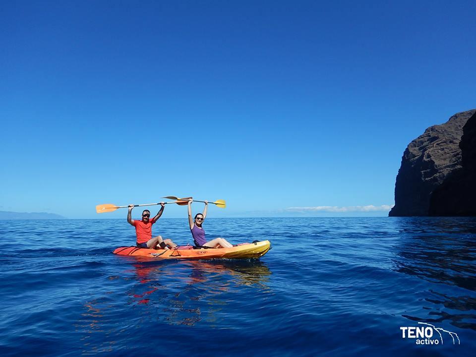 De paseo en Kayak por Los Gigantes durante el fin de semana en Tenerife. Foto de Teno Activo