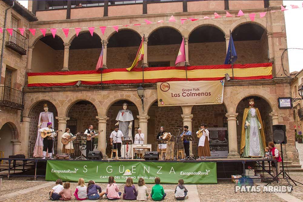 Plaza Mayor Sigüenza Folk Niños