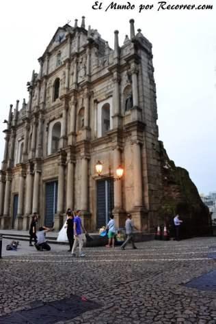 Restos de la fachada de lo que fue la iglesia de St. Paul