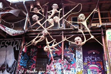 Esculturas en Metelkova