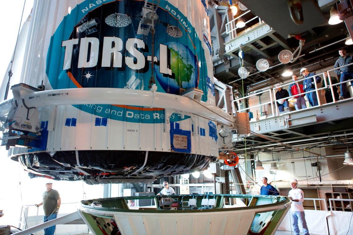 El satélite TDRS-L acoplado al cohete Atlas V