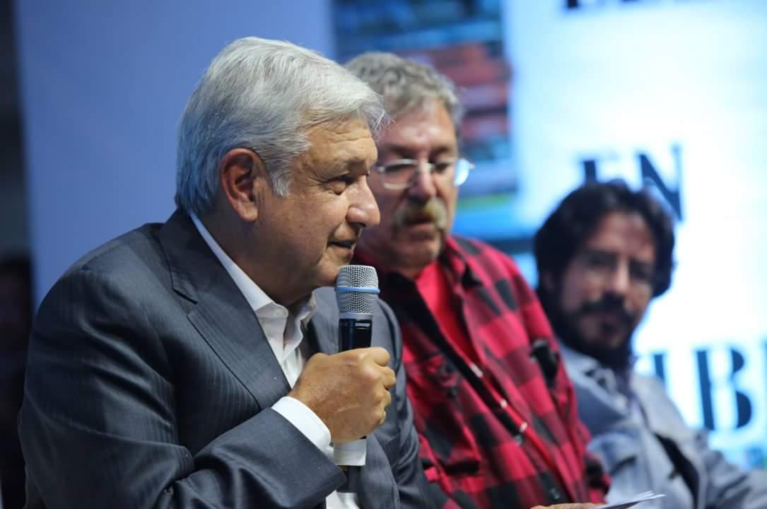 """AMLO asistió a la presentación del libro """"Patria"""" de Paco Ignacio Taibo II"""