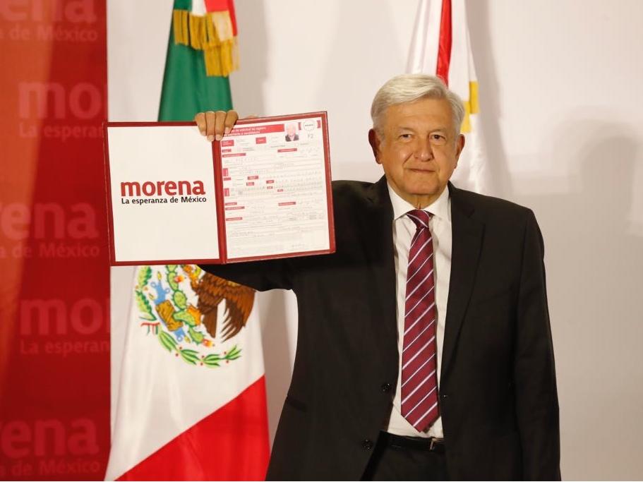 AMLO se registra como precandidato a la Presidencia de México