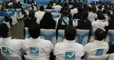 Renuncian 1,600 jóvenes al Panal en Querétaro, apoyarán a AMLO
