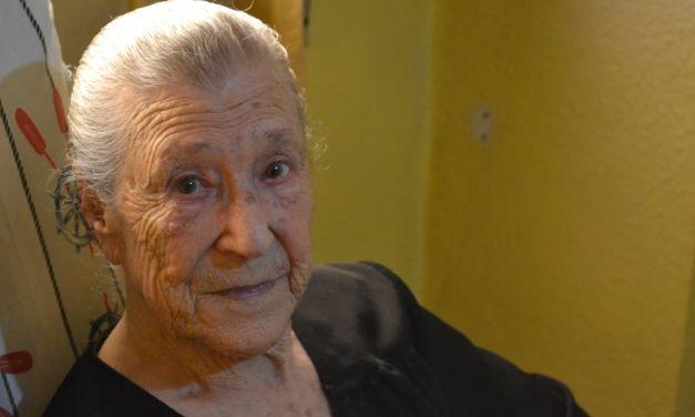 «¿La muerte? Cuanto más tarde, mejor», A sus 103 años, Elvira la Encendía conserva el nervio que siempre la ha caracterizado