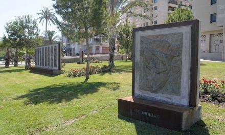 El parque Antonio Campillo queda ampliado, en la Avenida Príncipe de Asturias, en Murcia, con 11 nuevos relieves del artista