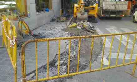 El Ayuntamiento de Caravaca ejecuta obras de mejora en acerados de Gran Vía, avenida de Granada y calle Pabellón