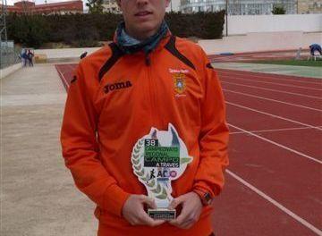 Lucas Postigo, campeón regional junior de cross