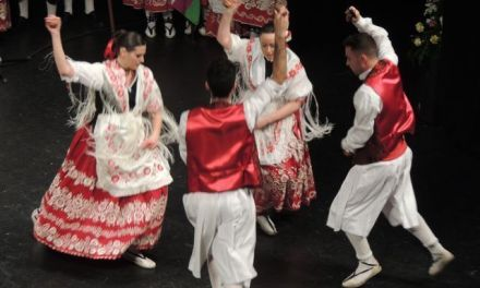 La peña La Uva participa en el acto de exaltación huertana celebrado en el Romea