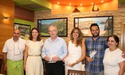 """Con el """"Bonito del Norte"""", Casa Menéndez, de Águilas, distingue a sus galardonados en una nueva edición de las jornadas del marítimo producto"""