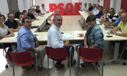 Los ayuntamientos socialistas de la región se incorporan a la «red de ciudades-refugio»