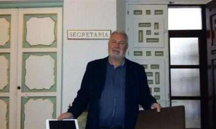 José Soria deposita en el ayuntamiento de Cehegín el ordenador portátil y el IPAD a la espera su valoración económica