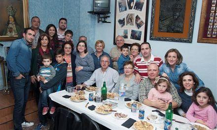 La familia caravaqueña del cabo de la Escuadra Virgen del Castillo acude a su nombramiento