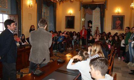 El Alcalde de Cehegín recibe a alumnos de intercambio que desarrollan un proyecto medioambiental
