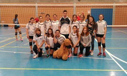 De menos a más, el equipo de voleibol infantil femenino de Caravaca