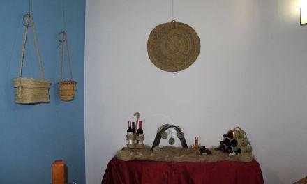 Hasta el 3 de julio se puede ver en el Museo del Vino de Bullas la exposición de Alejandro Sevilla 'Espartéame'