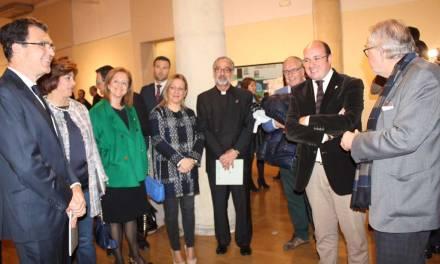 La exposición 'Cruces de Caravaca' ofrece 20 interpretaciones de la Cruz realizadas por pintores de la Región
