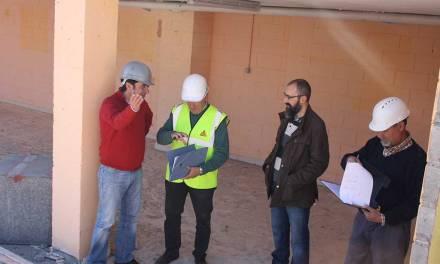 El Concejal de Obras y Servicios de Cehegín visita el pabellón en el que técnicos independientes realizan el estudio de las causas de su colapso