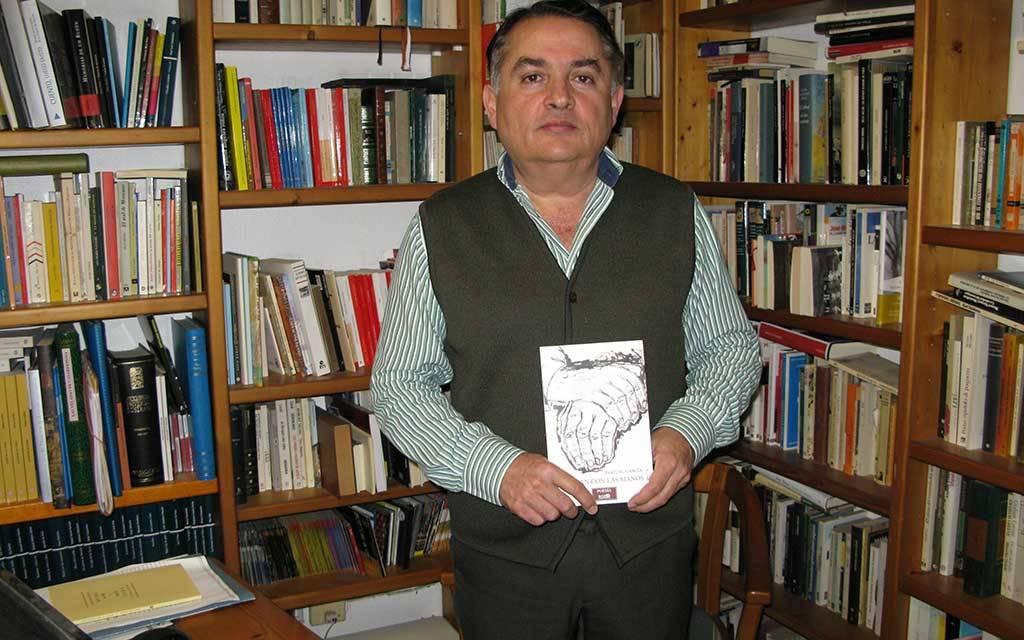 """""""La poesía para un escritor es un modo de ver la vida y de llevarla hasta el papel"""", Pascual García presenta «Trabajan con las manos»"""