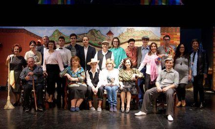 El grupo calasparreño de teatro Las Pedreras representa «Los herederos forzosos» de José Rogelio Fernández Lozano