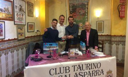 Fran Pérez y Antonio José Candel, en la tertulia mensual del Club Taurino Calasparra