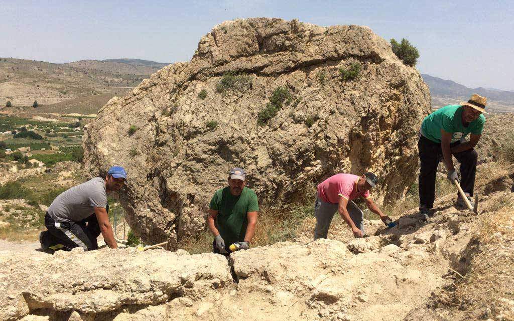 El Ayuntamiento de Mula realiza excavaciones arqueológicas en el Castillo y su entorno
