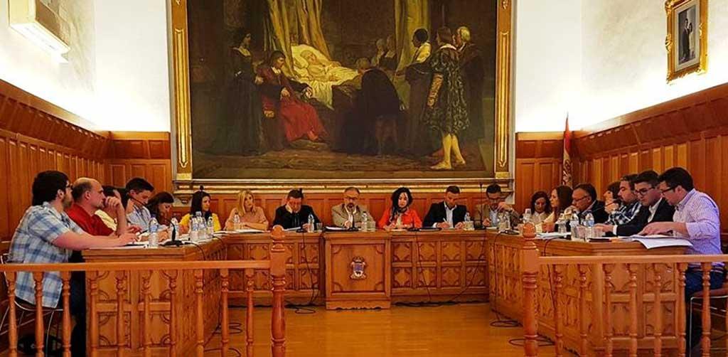 """José Francisco García: """"hoy era un día estupendo para que ustedes cumplieran su populista promesa electoral de celebrar un Pleno en la calle y dar explicaciones a los ciudadanos de por qué se han gastado 2 millones más de los que tenían"""""""