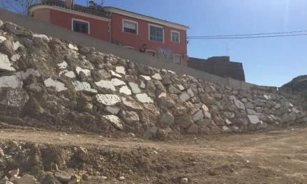 Finalizada la reconstrucción del muro y la calle Cuesta del Horno en Los Baños de Mula