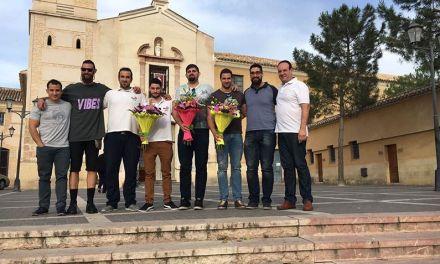 Ofrenda del CB Innova Begastri a la Virgen de las Maravillas como agradecimiento por los éxitos de la temporada