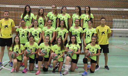 Las infantiles y cadetes de la Escuela de Voleibol de Caravaca participan en una jornada de convivencia en Los Alcázares
