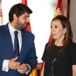 María Dolores Muñoz y Fernando López Miras se reúnen en San Esteban para hablar de las necesidades de Bullas