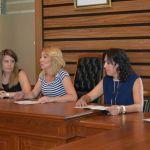 La alcaldesa firma el convenio regulador para el desarrollo de actividades de la Universidad del Mar en Campos del Río