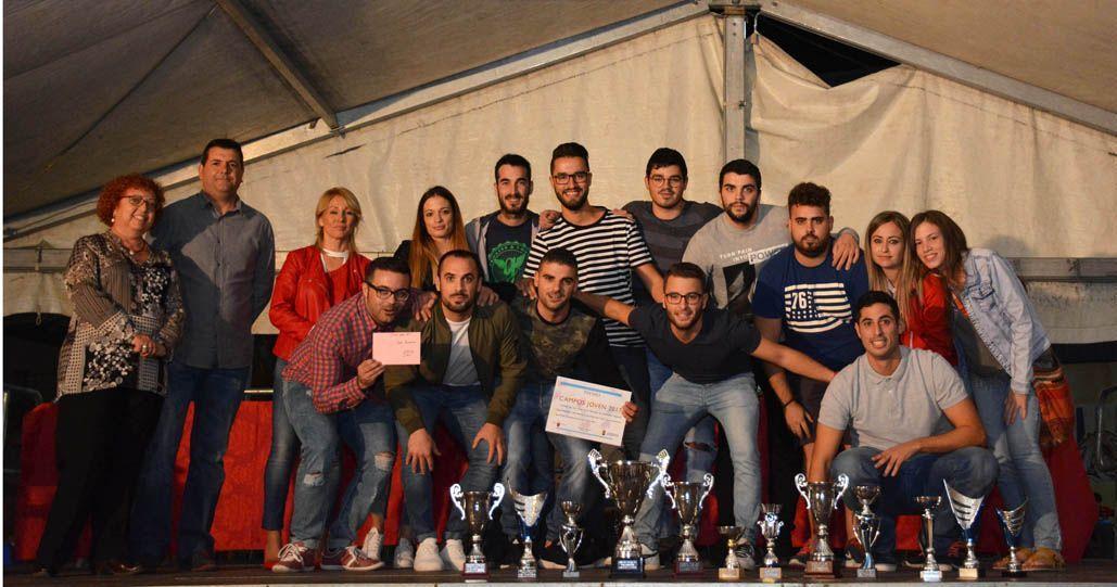 La peña 'El Lío' gana el primer premio del Campos Joven 2017