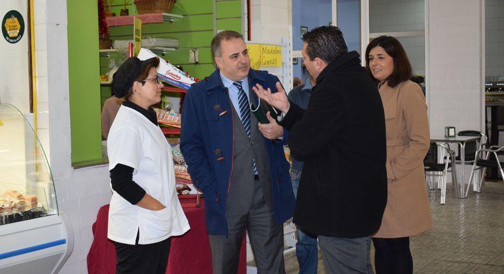 Reunión entre el Director General de Comercio y el Ayuntamiento de Mula